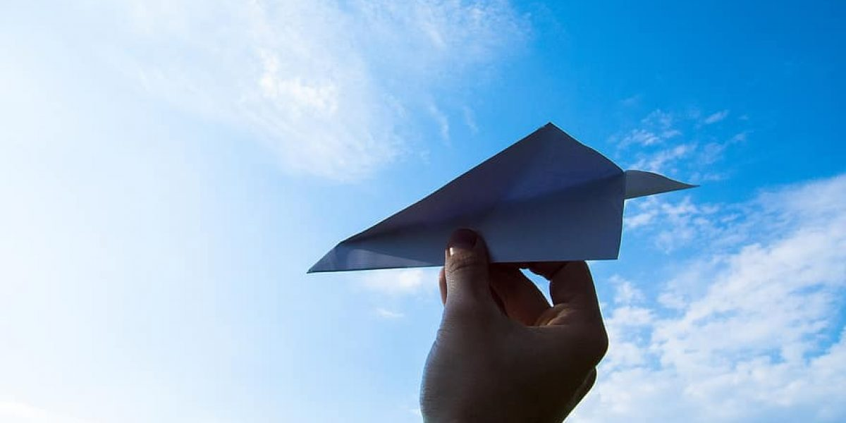 paper-plane-the-hand-sky-throw-clouds-paper-the-plane-fun-toy-quelle pikist - CC0